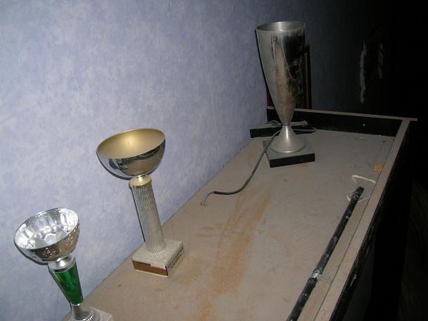 Eclairage en haut d 39 une armoire 39 for Meubler salon etroit